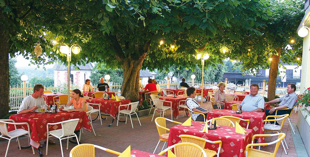 marko-hotel-velden-gastgarten