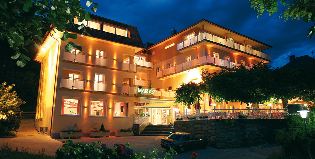 marko-hotel-velden-nachtaufnahme